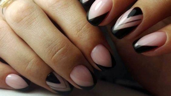 Темный френч на ногтях