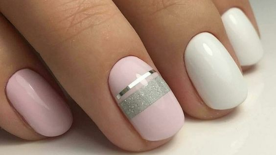Стильный дизайн ногтей с полосками из фольги